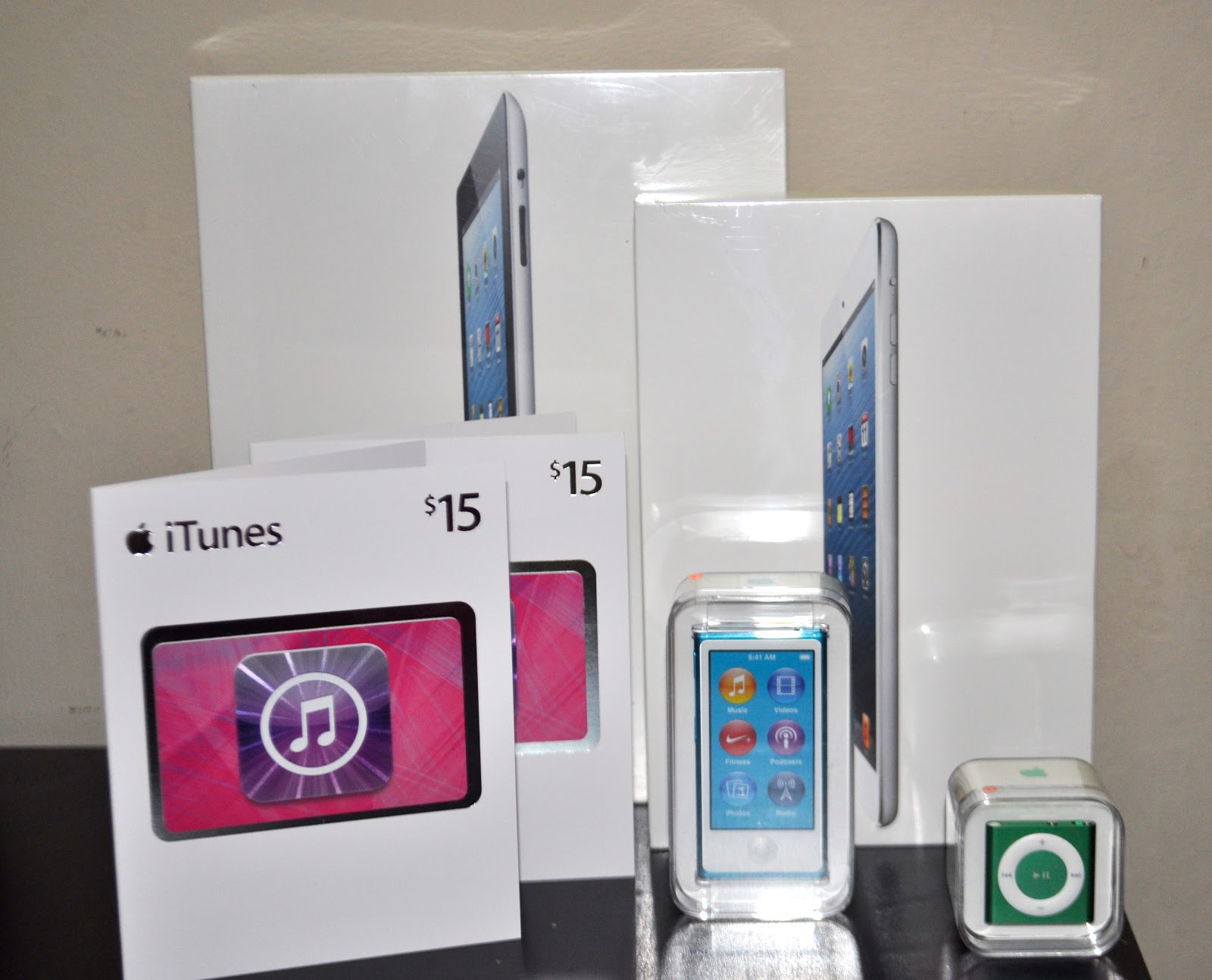 The Up Look: APPLE GIVEAWAY!!!