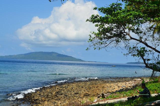 Pantai di bawah Kinaari Resort | ©jelajahsuwanto