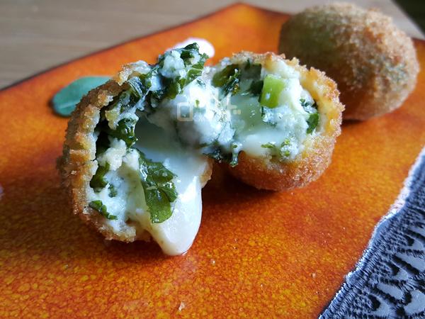 Croquetas con kale. La mejor croqueta de kale, rellenascon mozzarella
