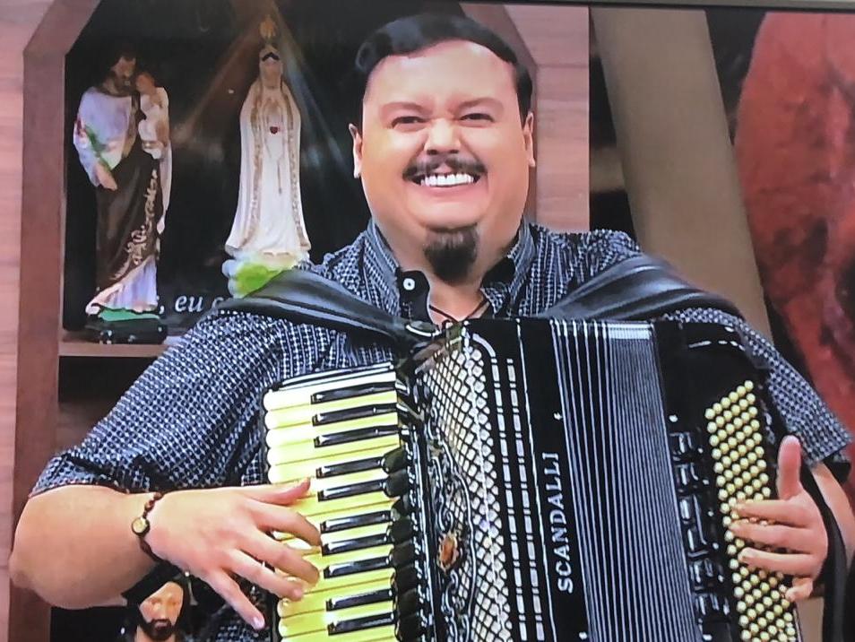 40f255a79 Álvaro Rodolfo Forte Martins. Atualmente é considerado um dos maiores  sanfoneiros do Brasil. Além disso, foi muito privilegiado em alguns  aspectos.