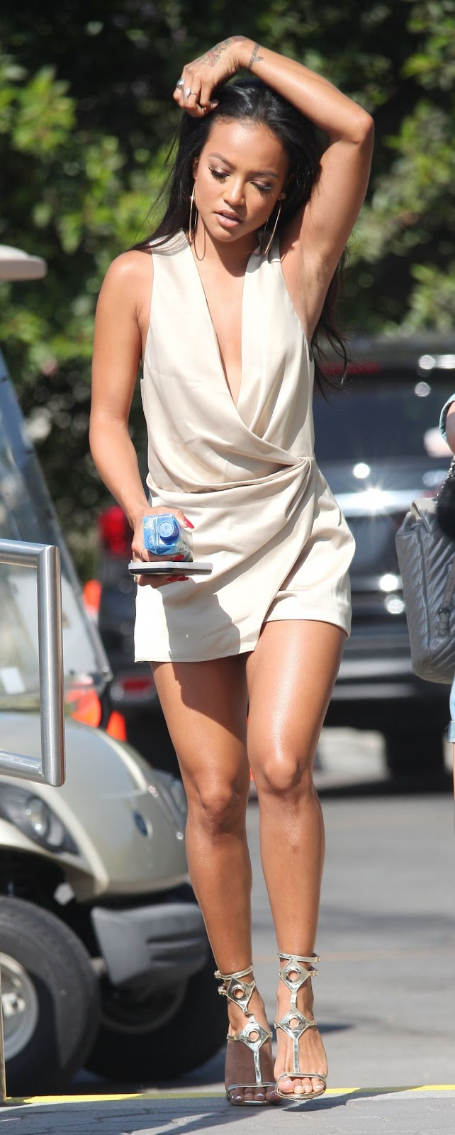 HQ Photos of Karrueche Tran On The Set Of Extra In Universal City