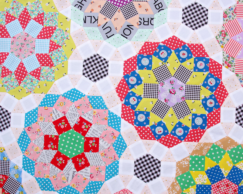 English Paper Pieced - Mandolin Quilt | Design by Tales of Cloth | Pieced by Rita Hodge © Red Pepper Quilts 2018 | #redpepperquilts #englishpaperpiecing #paperpiecing #quilt #patchwork #handmade #slowsewing