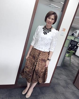 Batik Kerja Wanita Modern