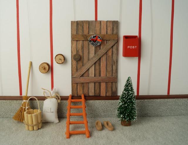 Unsere dänische Wichteltür (+ Verlosung). Bei uns sind die dänischen Weihnachtswichtel eingezogen! Ihre Tür haben wir an der Wohnzimmerwand gefunden und freuen uns jeden Tag an ihnen und der zauberhaften Weihnachtsdeko direkt aus Dänemark, die ich Euch auf Küstenkidsunterwegs vorstelle. Unsere Kinder lieben die Wichteltür und all das Zubehör ebenfalls sehr!