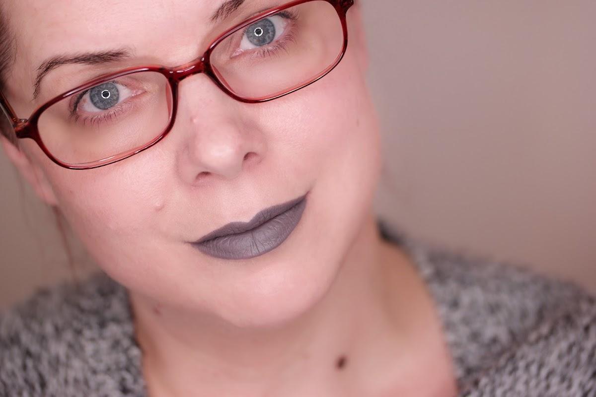grauer Lippenstift