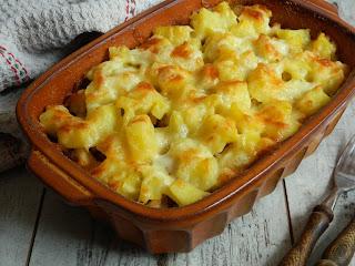Cartofi la cuptor cu piept de pui si mozzarella