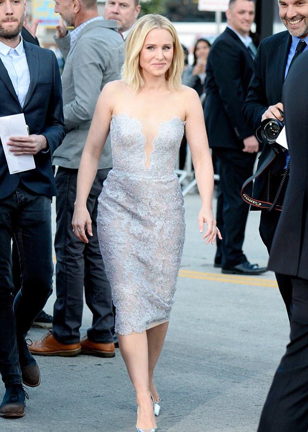 Fancytvchannel Kristen Bell Looks Glow In Low Cut Neckline At Her