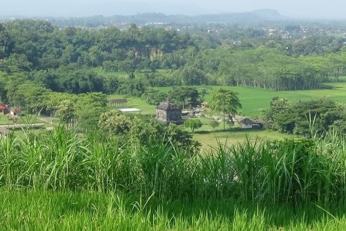 Dlium Banyunibo Temple