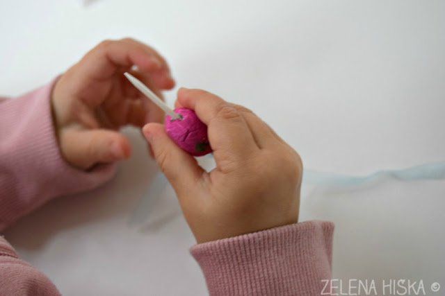 Kako izdelam zapestnico iz modelirne mase, otroci in ustvarjalne ideje - Zelena hiška