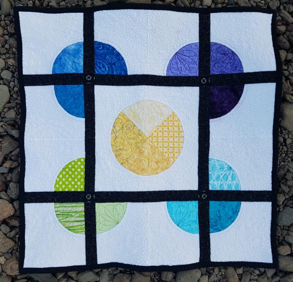 4 Corners mini quilt | DevotedQuilter.blogspot.com #quilt #miniquilt #modernquilt #flowquilting #fmq