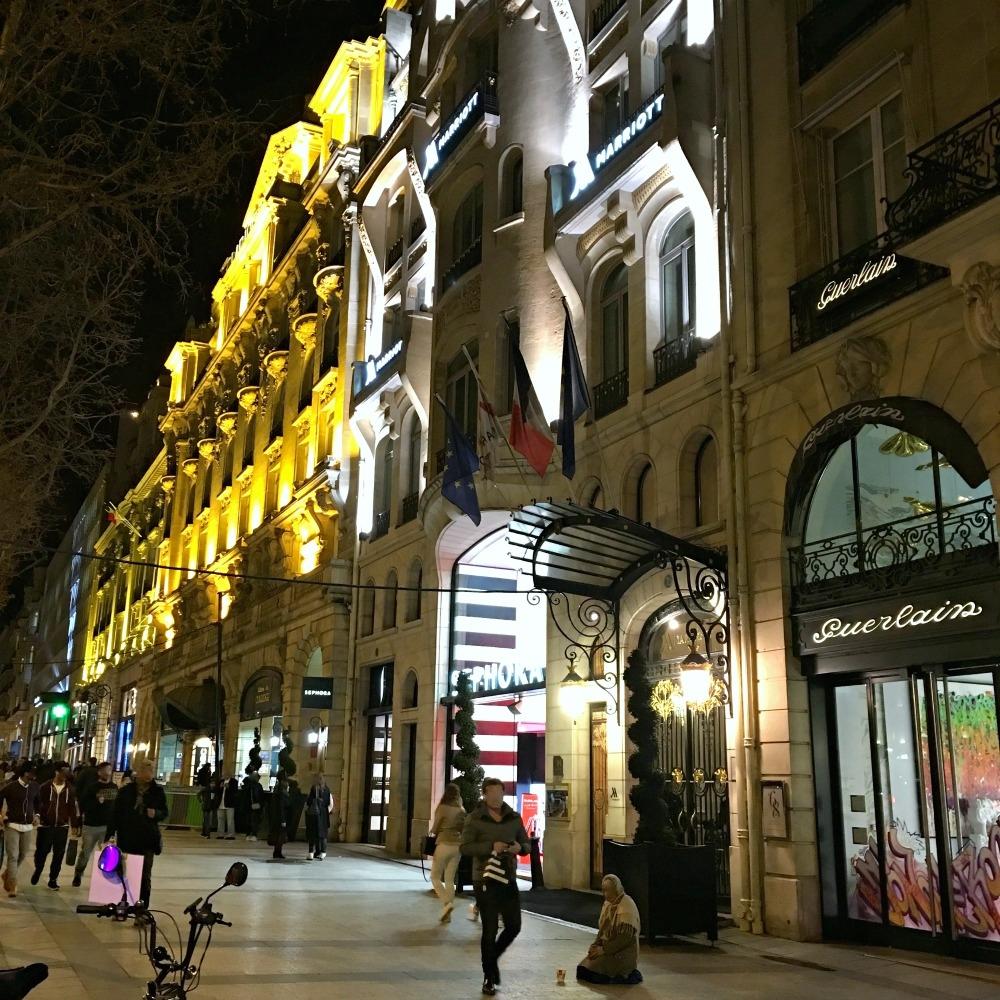 #ChampsEliseesParis #ninasstyleblog