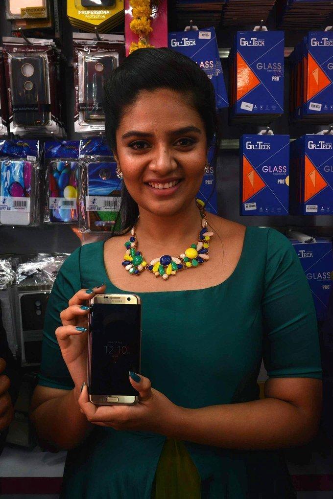 Sreemukhi at B New Mobile Store in Guntur Photos