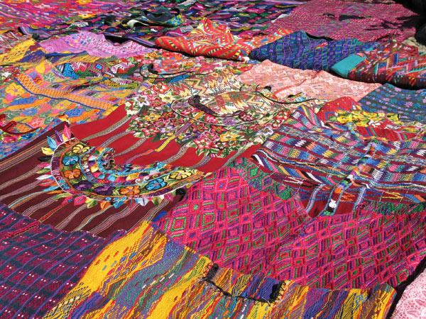 Ici et maintenant tissus du guatemala - Les couleurs de tissus ...