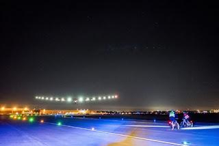 Solar Impulse arriva in Europa indicando la via per il futuro dei trasporti