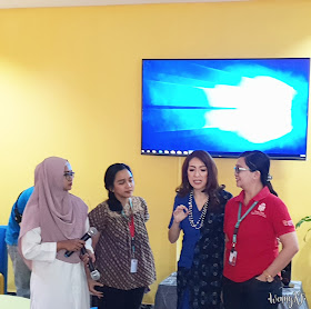 moderator dan pembicara dalam acara mom blogger gathering sis bona vista