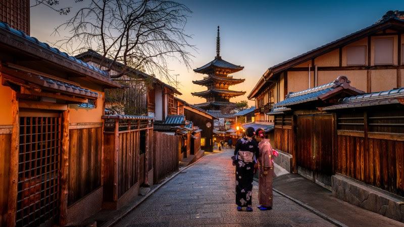 Kyoto, Japan old city at Yasaka Pagoda