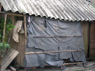 Ngôi nhà cạnh bãi tha ma là nơi đi về của người nghệ sỹ mù