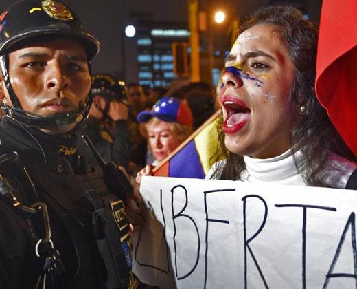Maduro ofrece liberar presos políticos para bloquear revocatorio