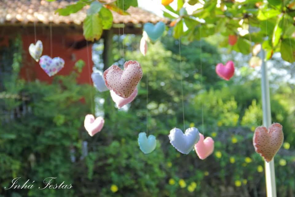 festa-decoracao-romantica-coracoes-feltro