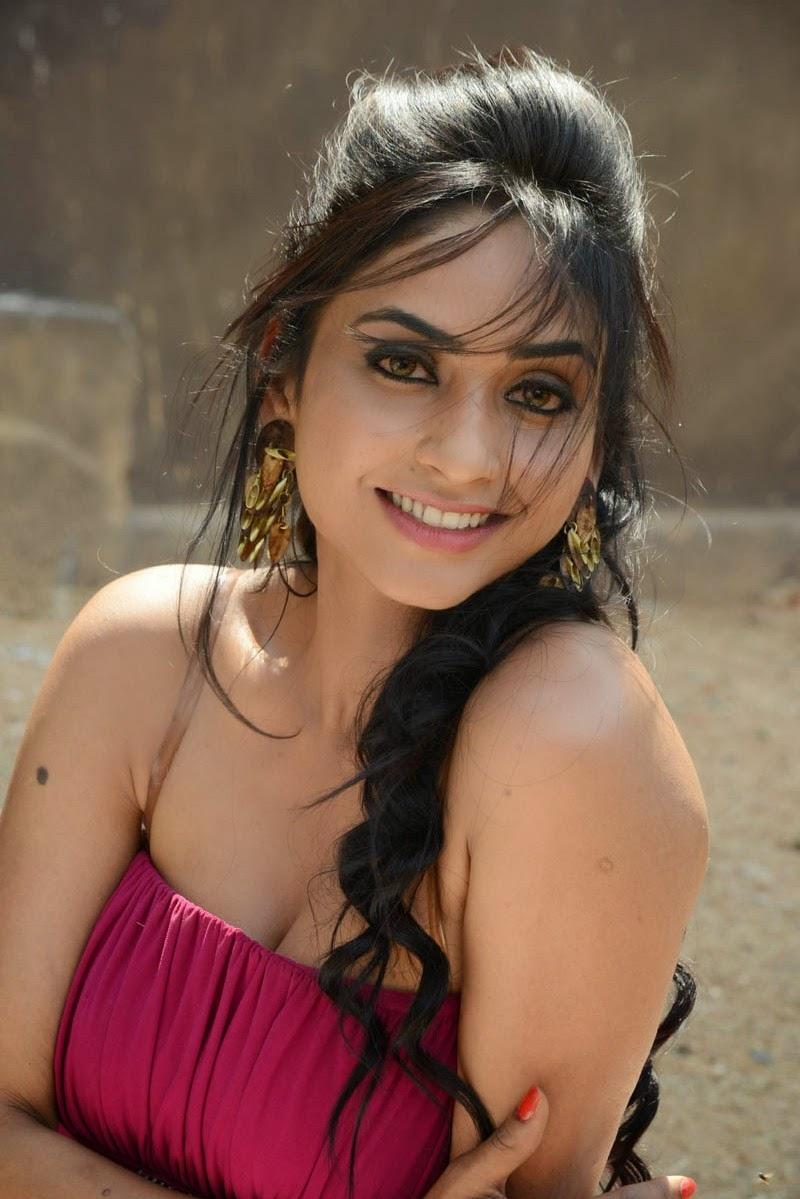 Tamil actress pooja chopra hot stills ~ LATEST MOVIES STILLS