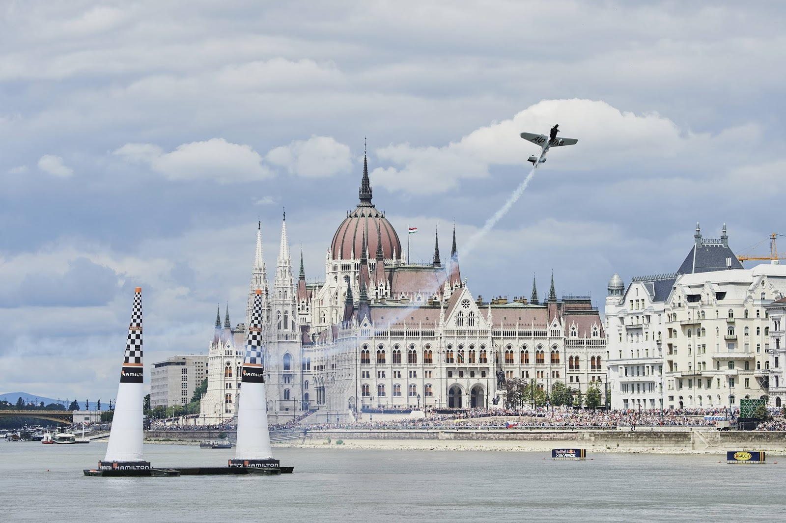 Hlcopters Magazine Blog: Classic clash on the Danube: Red