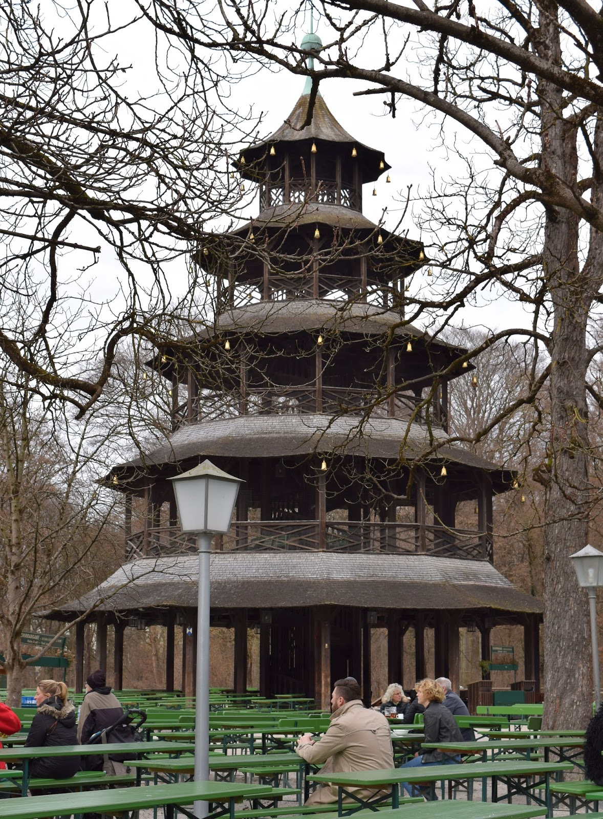 rambling traveler chinesischer turm biergarten in englischer garten. Black Bedroom Furniture Sets. Home Design Ideas