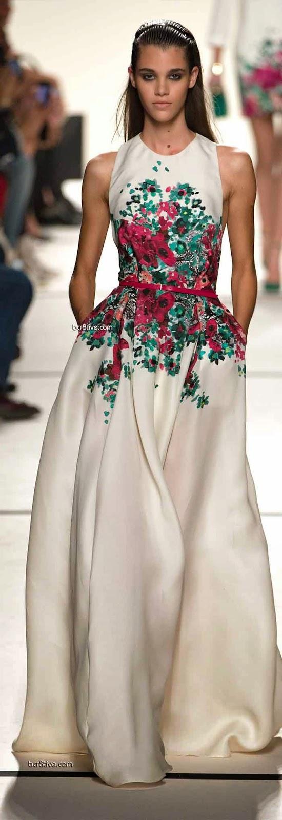 Vestido com estampa de flores bem no centro