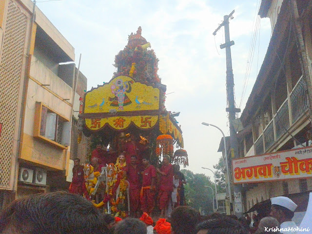 Image: Balaji Rath with Pujaris and Devotees