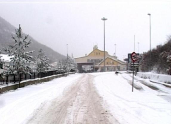 Bad weather, Greek police blocks the passage of heavy vehicles in Kapshtica