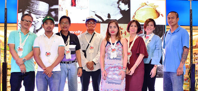 The La Union Artists: (L-R) Rodel Rillera, Cesar Dumo (AGLaUn member), Ric Ico, Alger Guevarra, Dr. Christine Go and Teresita Basco (AGLaUn members), Valen Valero and Nino Media (AGLaUn member)