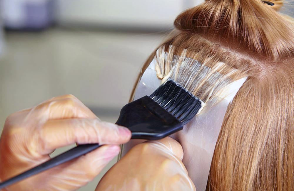 decolorazione capelli biondi