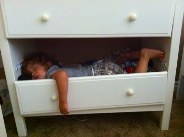 15+ Hilarious Pics That Prove Kids Can Sleep Anywhere - Napping In A Drawer