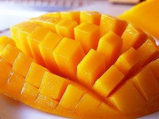 Kita sudah sering tentunya melihat buah yang satu ini 8 Manfaat Buah Mangga untuk Kesehatan