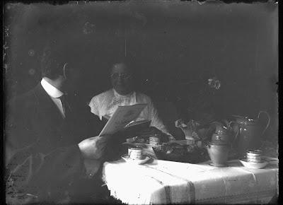 Am Kaffeetisch 2 - Foto Mann/Frau - 1910-1930