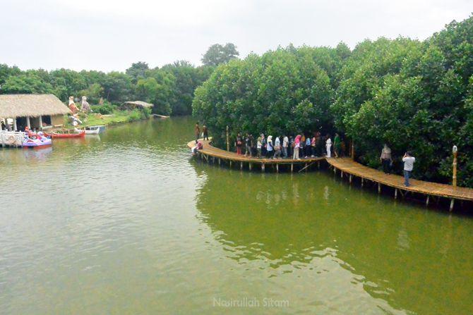 Jembatan Mangrove Grand Maerakaca Semarang