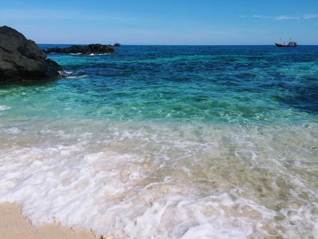 Những vùng biển rộng thoáng như vậy là những bãi tắm lý tưởng cho khách du lịch
