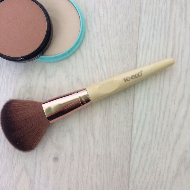 So-eco-powder-brush-review-blogmas