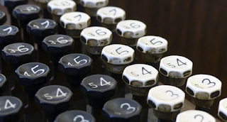 21 Contoh Penulisan Bilangan dengan Huruf dalam Kalimat Bahasa Indonesia