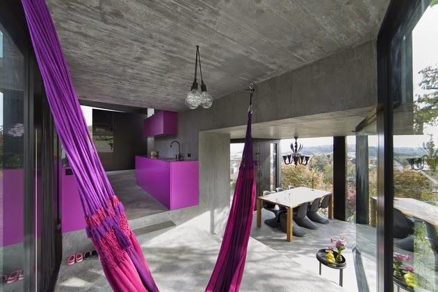 Interior Rumah Unik Warna Ungu