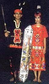 Nama-Pakaian-Adat-Tradisional-Kalimantan-Barat-pria-wanita