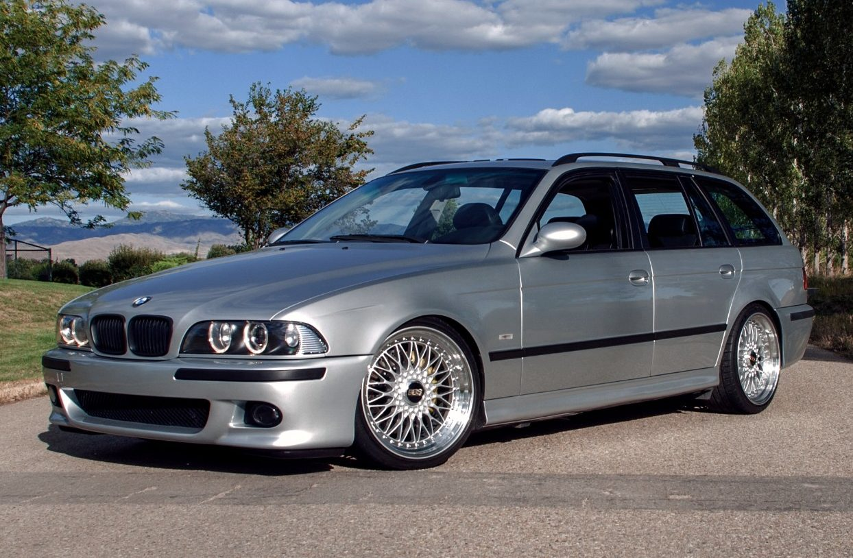the perfect wagon gto powered e39 bmw 540i touring with a manual carscoops. Black Bedroom Furniture Sets. Home Design Ideas