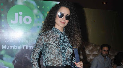 kangna-ranaut-unveils-trophy-at-jio-mami-18th-mumbai-film-festival