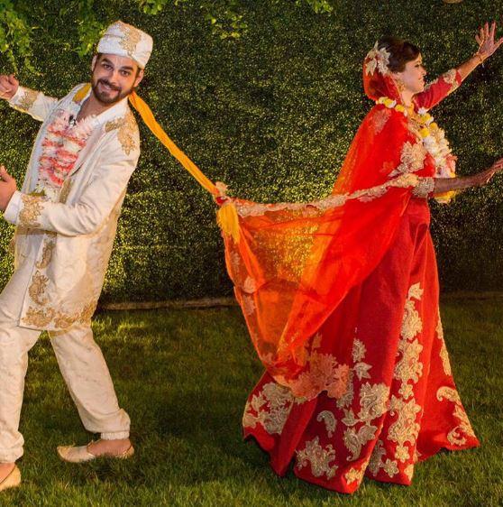 Noiva Hindu, Fabrica de Casamentos