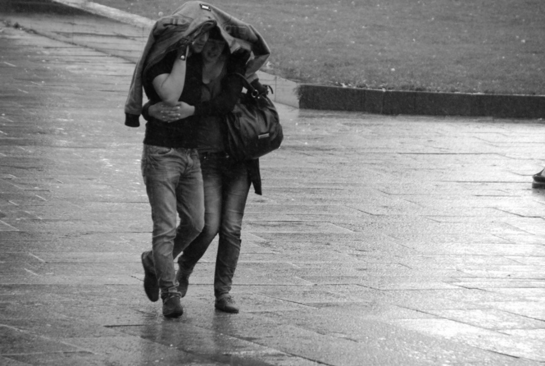 Rain Romantic Couple Hd Wallpaper