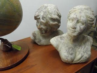 Bustos de Casa Febrero en la feria de antiguedades de Burgos