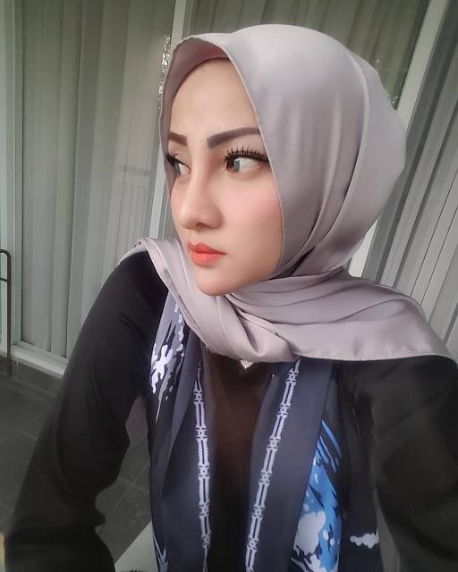Mama Muda Cantik Suka Traveling - Wanita Indo