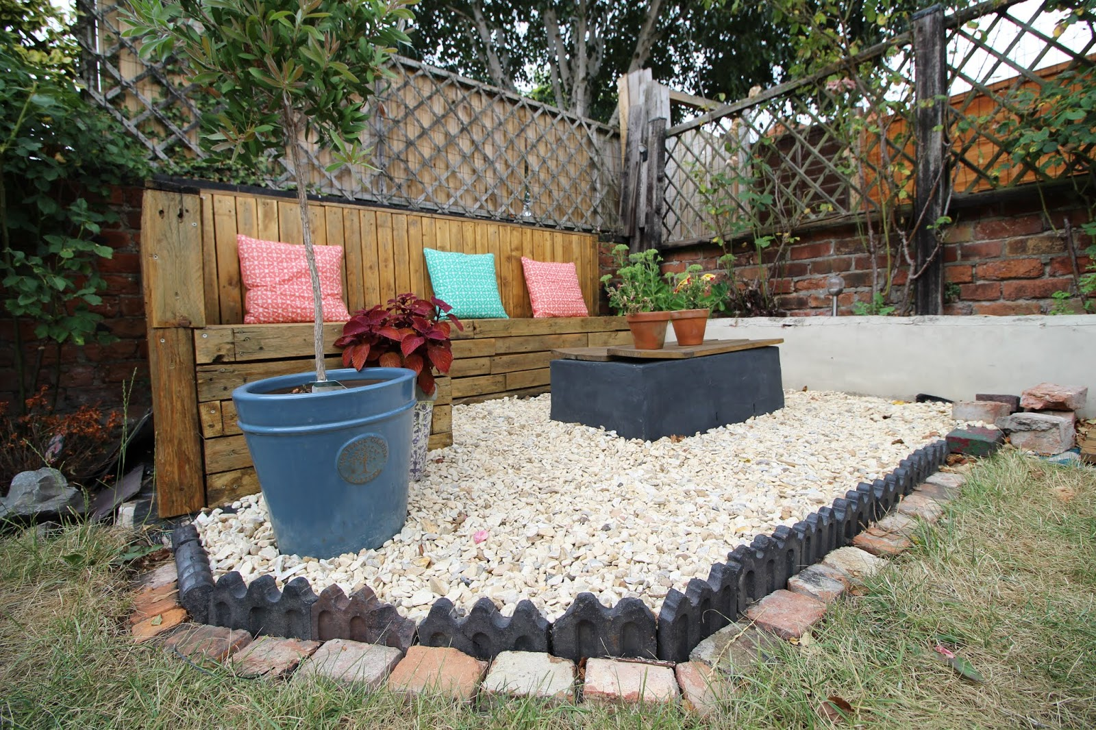gravel with victorian edging