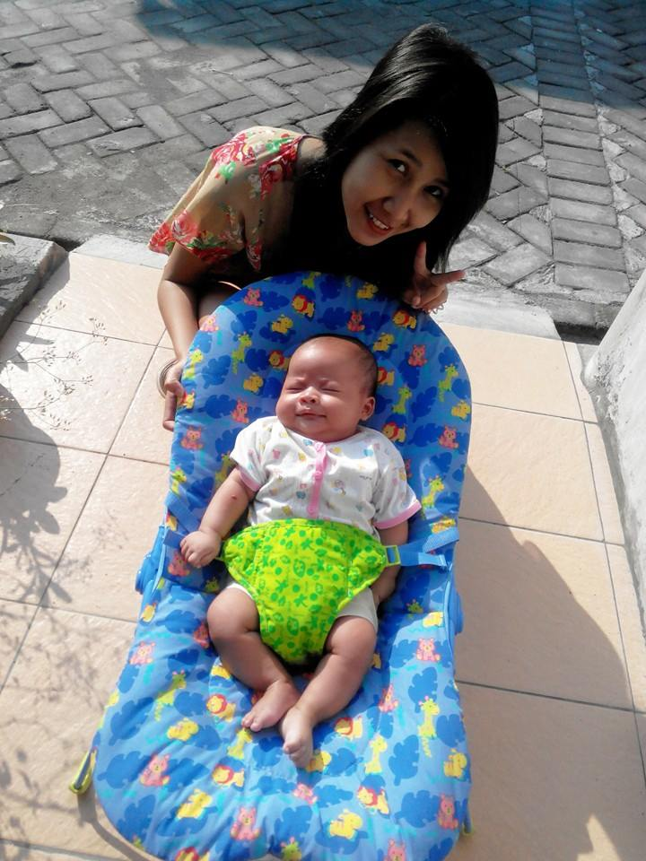 Buat Bayi Berkeringat Dengan Menjemur Di Bawah Sinar Matahari Pagi
