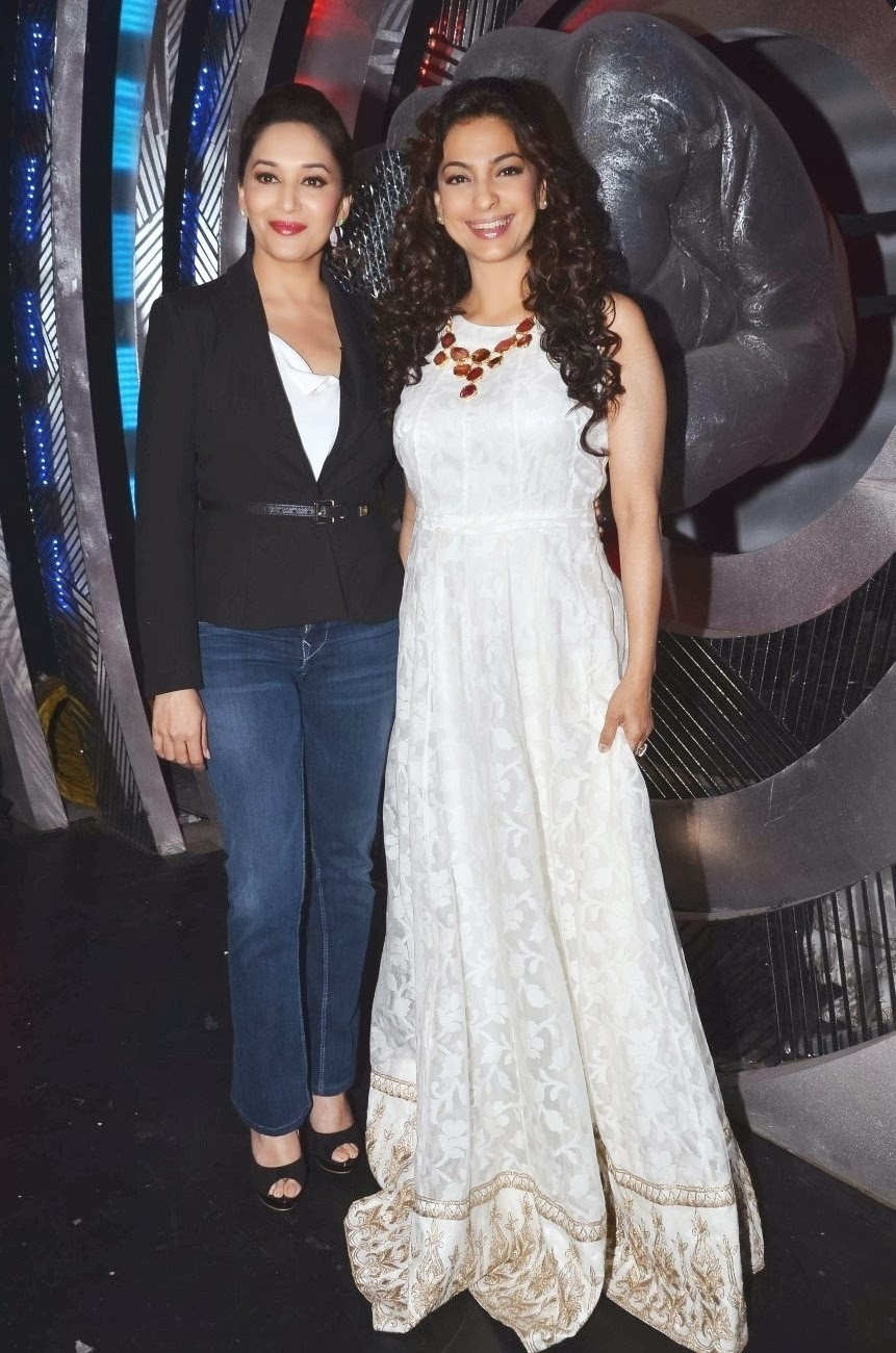 Gulaab Gang lead actors Madhuri Dixit in formals and Juhi Chawala in gown