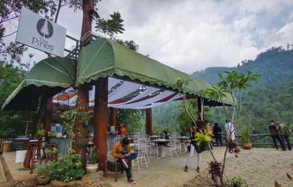 Kuliner di The Lodge Maribaya, Lembang